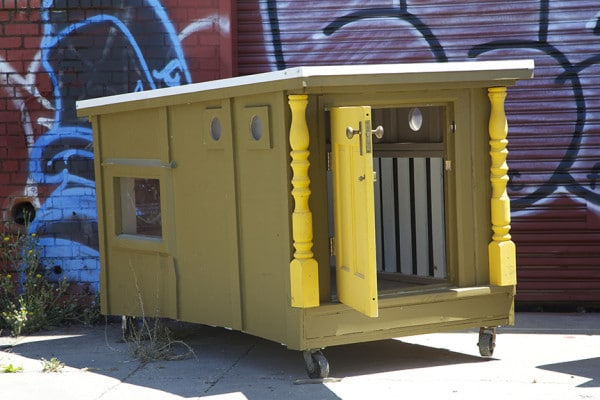"""Transforma basura en casas para los """"sin techo"""""""