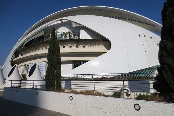 Palacio de las Artes Reina Sofía (edificio con tres auditorios para ópera, música y danza) 
