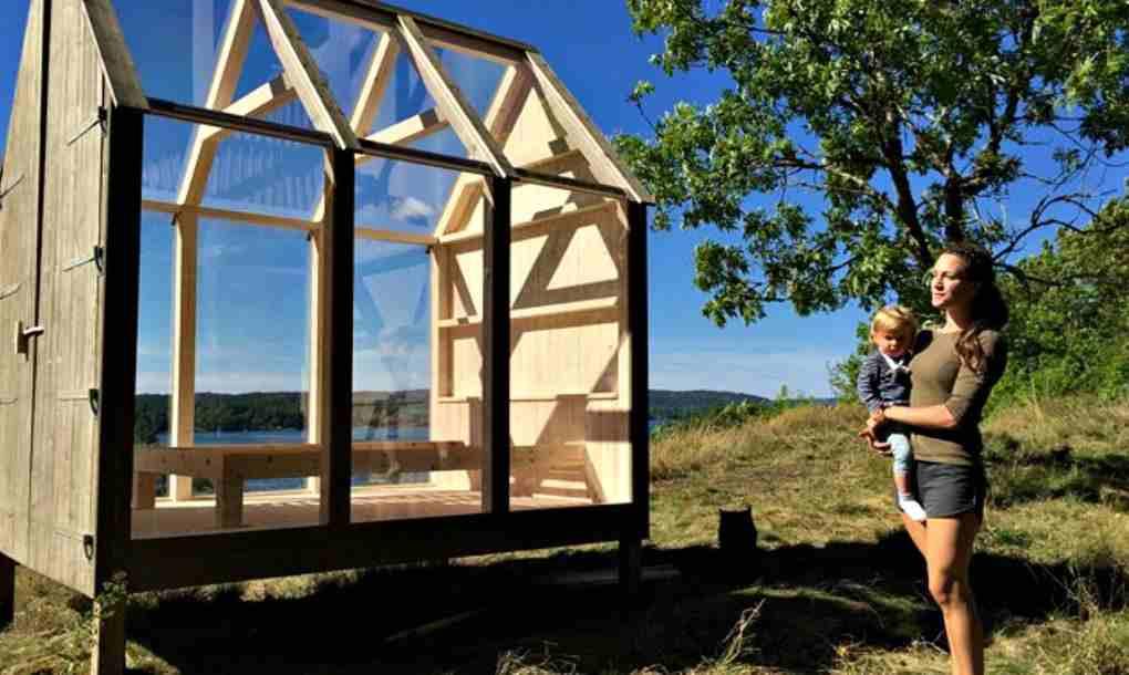 Son pequeñas casas de un solo ambiente construidas a base de cristal y madera