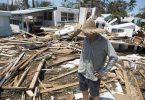 Una casa dañada en una calle del barrio Enchanted Shores, después del paso huracán Irma