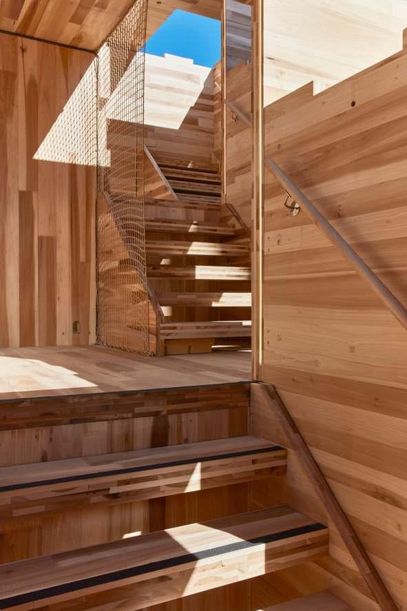construcción de una estructura de tres pisos en el techo de las galerías más nuevas de V&A