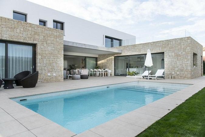 """El diseño de un hogar prefabricado representado en forma de """"L"""""""